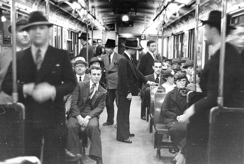 File:Buenos Aires - Subte - Interior coche línea B 1938.jpg