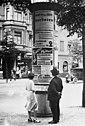 Bundesarchiv B 145 Bild-P046288, Berlin, Wahlplakate an einer Litfaßsäule.jpg