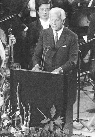 Richard von Weizsäcker - Weizsäcker delivering a speech during the act of state for the Reunification of Germany on 3 October 1990 at Berliner Philharmonie