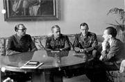 Bundesarchiv Bild 183-H27774, Wlassow und Schilenkow bei Goebbels
