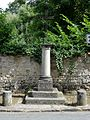 Butry-sur-Oise (95), croix de chemin, rue de Parmain.JPG