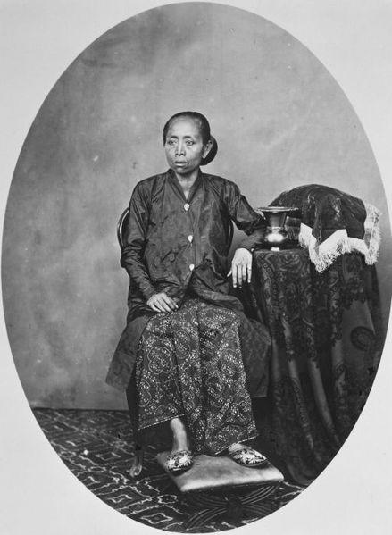 File:COLLECTIE TROPENMUSEUM Hare Hoogheid de Ratoe Ageng weduwe van Pakoe Boewono VI TMnr 60027180.jpg