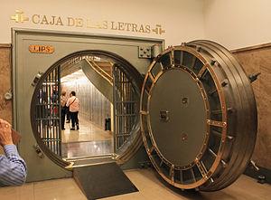 Caryatid Building - Old vault of the bank, current Caja de las Letras.