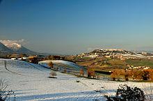 Panorama invernale della città di Camerino