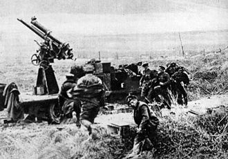 "Anti-aircraft warfare - A Canadian anti-aircraft unit of 1918 ""taking post"""