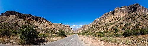 Carretera al monasterio Noravank, Armenia, 2016-10-01, DD 55-59 PAN.jpg