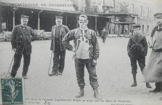 Courrières mine disaster - Courrières mine disaster - Rescuer equipped with Guglielminetti-Drager breathing apparatus (front)