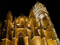 Cathédrale Rodez nuit.jpg