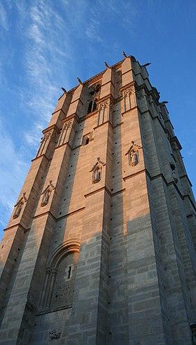 Cathédrale Saint-Julien du Mans Tower.jpg