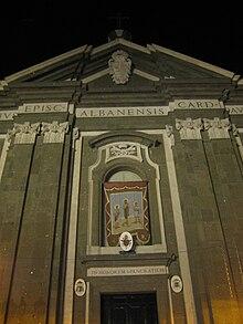 Un particolare della facciata settecentesca della cattedrale di San  Pancrazio. 2e6097c1cbec