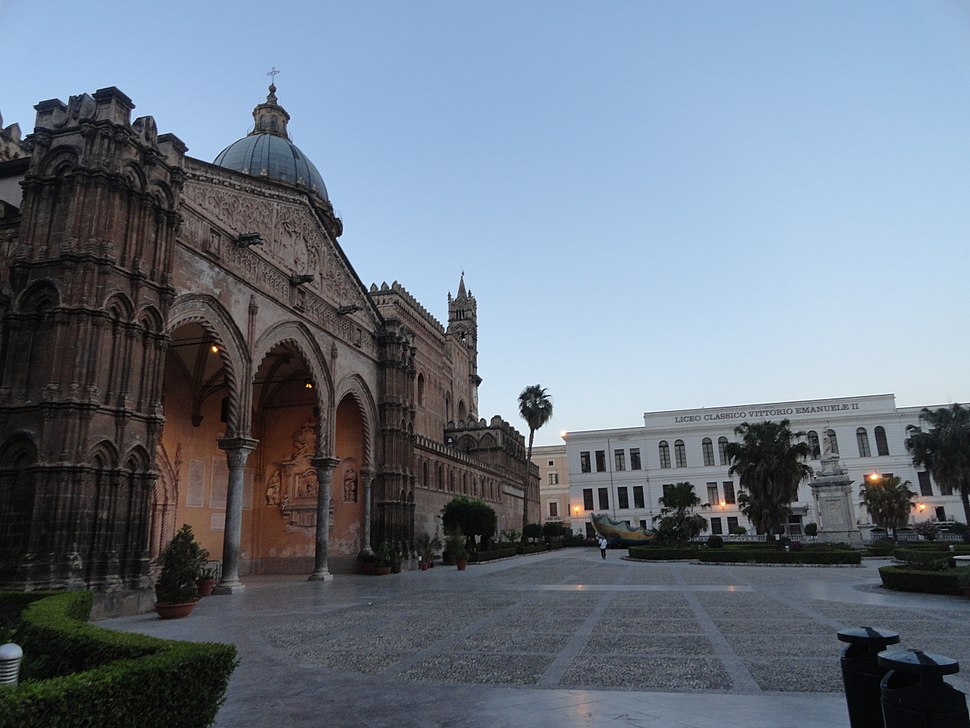 Cattedrale yard and the Liceo Classico V. Emanuele II, Palermo, Sicily, Italy (9459287440)