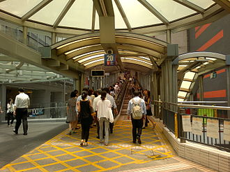 Central–Mid-Levels escalator and walkway system - Lower entrance of the Central–Mid-Levels escalators system, at Queen's Road Central, adjacent to the 100QRC building. This entrance is on a footbridge connecting with the Central Elevated Walkway.