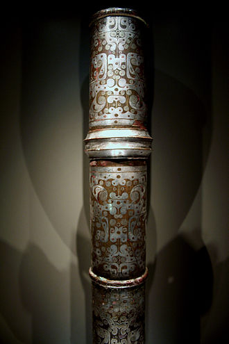 Society and culture of the Han dynasty - A Western-Han bronze column inlaid with silver and used to prop up a sunshade awning; aristocrats were wealthy enough to own luxury items such as this.