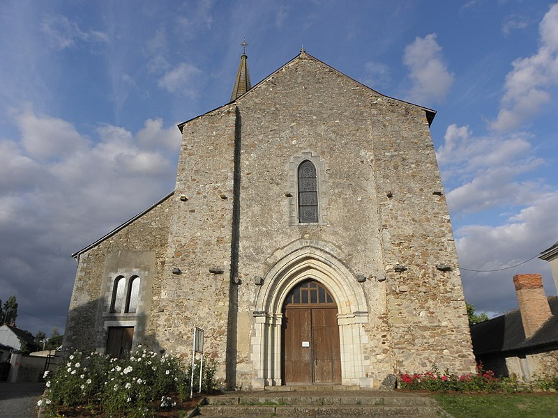 Extérieur de l'église Notre-Dame de Châteauneuf-sur-Sarthe (49). Façade occidentale.