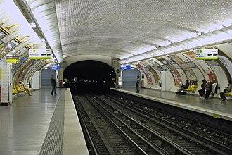 Charonne (Paris Métro) - Image: Charonne (métro Paris) vers Pt Sèvres par Cramos