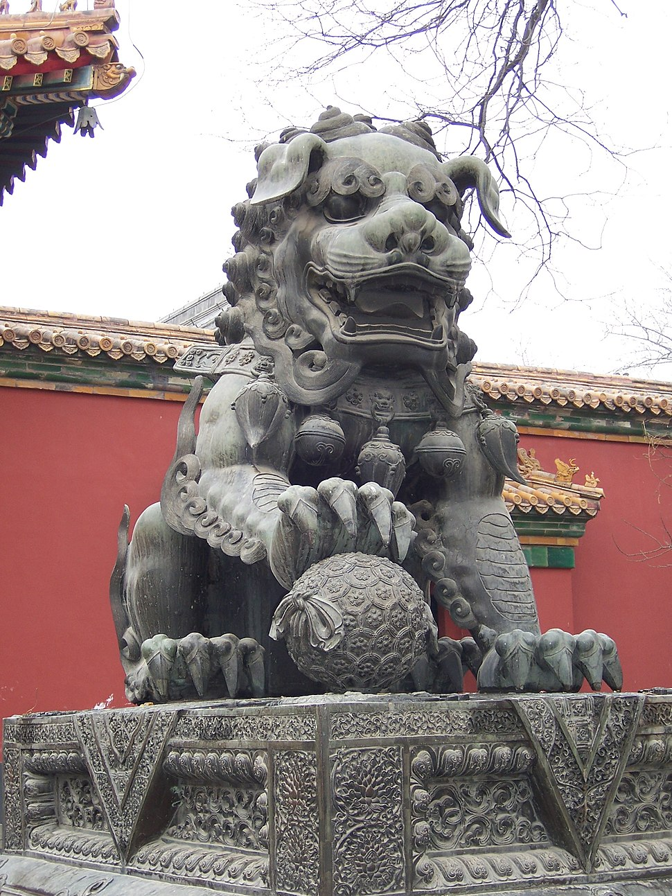 China - Beijing 12 - lion outside the Tibetan Monastery (134036069)