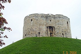 Clifford's Tower ,York - geograph.org.uk - 769649.jpg