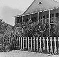 Collectie Nationaal Museum van Wereldculturen TM-20006241 Het huis 'Vineyard' Sint Maarten Boy Lawson (Fotograaf).jpg