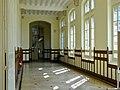 Couloir d'entrée lycée Molière, Paris 16e 2.jpg
