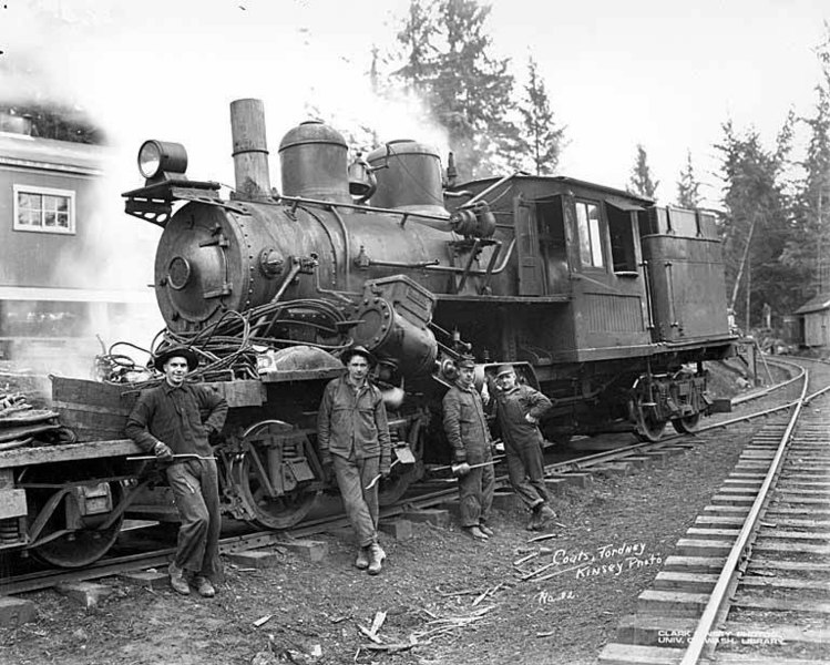 File:Crew with Climax locomotive at camp, Coats-Fordney Lumber Company, near Aberdeen, ca 1920 (KINSEY 1886).jpeg