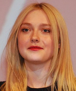 Fanning tijdens premiere van Very Good Girls in 2013