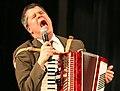 Daniel Handler singing 2006-10-28.jpg