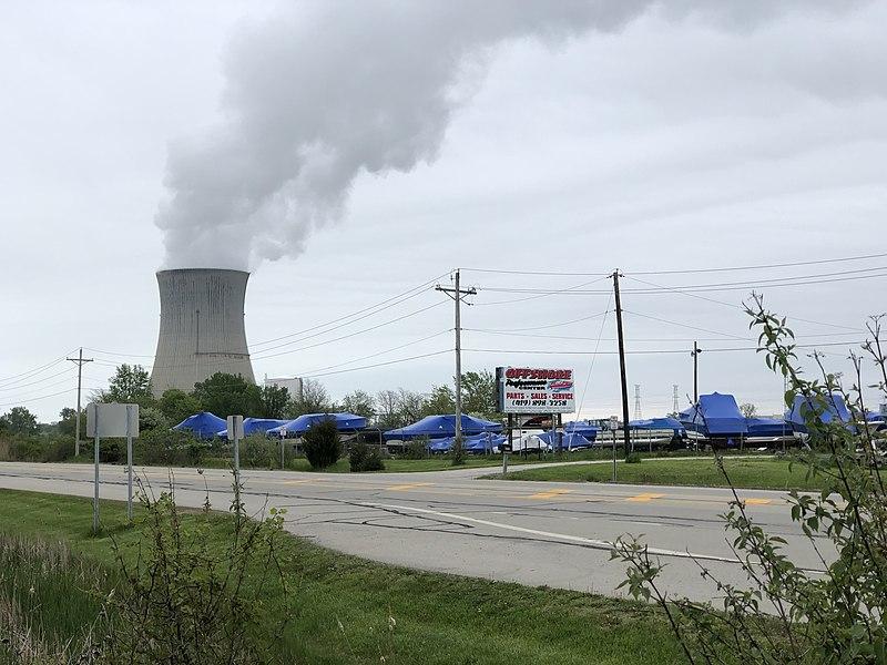 File:Davis Bessie from Gas Station.jpg