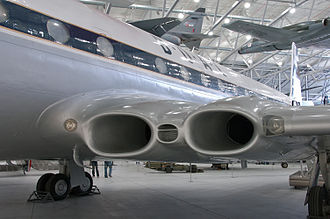 Four-engined jet aircraft - Intakes leading into the buried engines of a de Havilland Comet 4