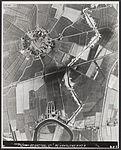 Delfzijl omgebouwd tot vesting - tankgracht bij het terpdorp Biessum vanuit de lucht gezien.jpg