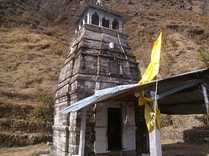 Deoria Tal - Small temple en route to Deoria Tal