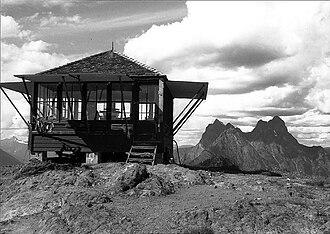 Desolation Peak (Washington) - Desolation Peak Lookout with Mt. Hozomeen in the background