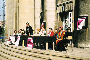 Christoph Schlingensief - Schlingensief speaking at the Deutschlandsuche 99 performance in front of the Volksbühne, 1999
