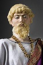 Dionisio I (ad opera della George S. Stuart Historical Figures). Fu egli a introdurre ingenti masse di mercenari nella polis, e per mantenerle mutò la coniazione d'argento in stagno.[N 30]