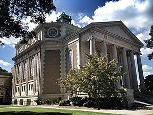 Highland Avenue (Atlanta) - Druid Hills Baptist Church at the southeast corner of North Highland and Ponce de Leon Avenue