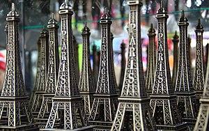 Souvenir - Eiffel Tower souvenirs