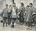 EineGruppe des schonenGeschlechts ausDeutsh-ChinaTsingtao.jpg