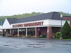 Ellington, Connecticut - The former Ellington Supermarket, May 2006.
