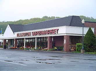 Ellington, Connecticut - The Ellington Supermarket in May 2006, which has closed now.