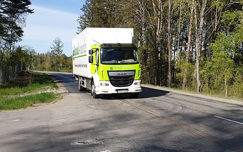 File:Elways electric truck dynamic charging electric road eRoadArlanda project 2019-05-16.jpg