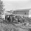 Emigranten (oliem) in het doorgangskamp St. Lucas bij Haifa bij het wassen van …, Bestanddeelnr 255-1175.jpg