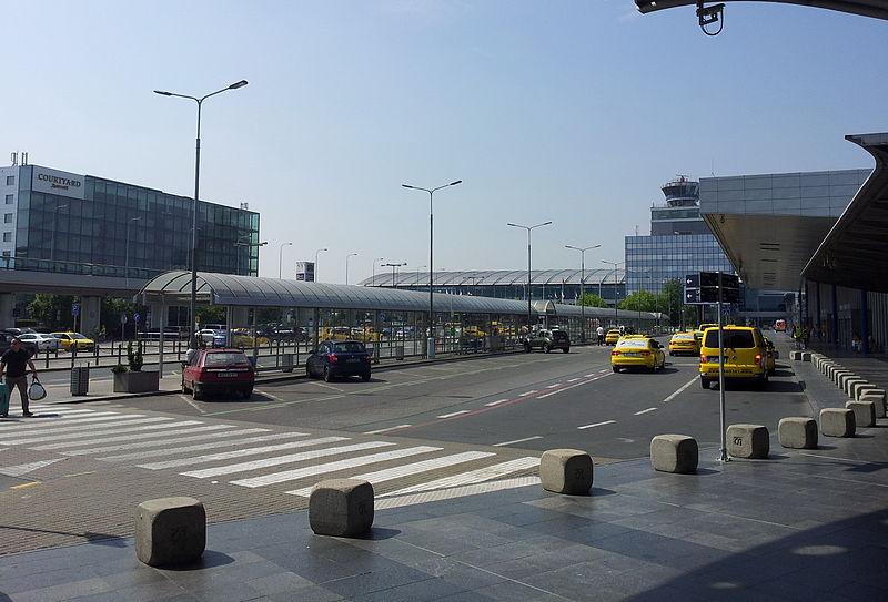 Entrance to Prague airport.jpg