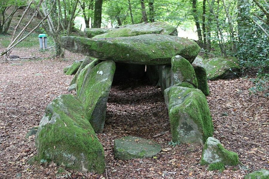 Le dolmen de la Contrie à Ernée.
