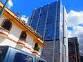 Estación del pollo y edificio La Previsora, Caracas.jpg