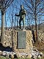 Estatua Homenaje al Hombre del Campo en Alameda del Valle.jpg