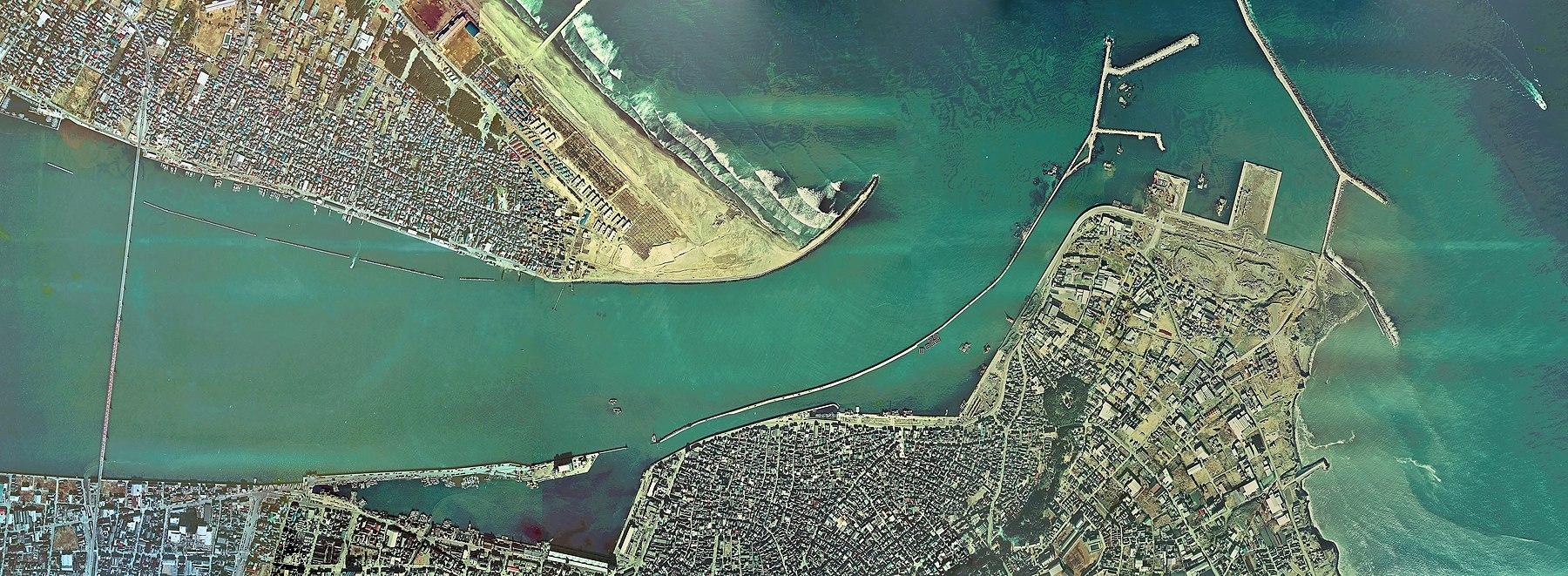 Estuary of Tone river Aerial photograph.1974.jpg