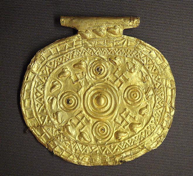 659px-Etruscan_pendant_with_swastika_symbols_Bolsena_Italy_700_BCE_to_650_BCE.jpg