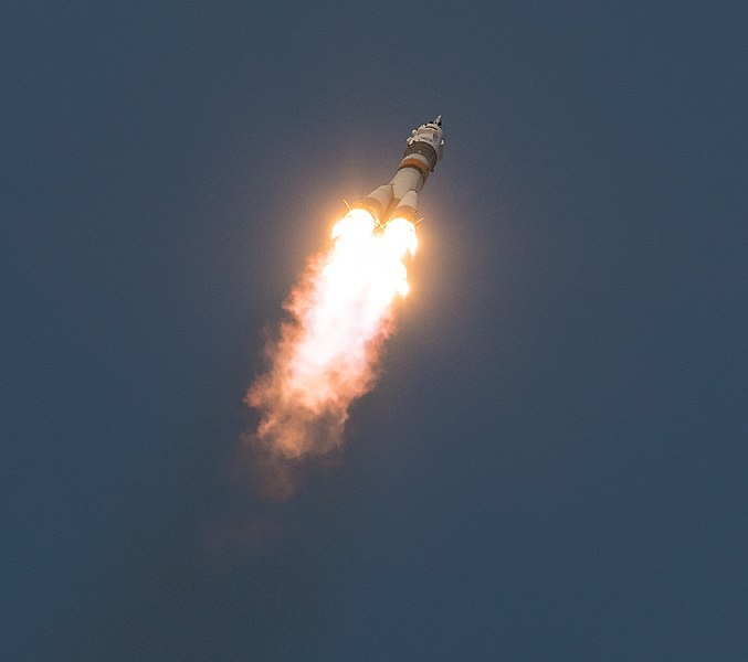 Expedition 58 Launch (NHQ201812030009).jpg