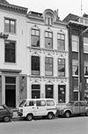 foto van Herenhuis met decoratief gepleisterde gevel