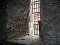 Fönster i fångvalvets logement.JPG