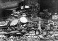 Försäljning v läkemedel på torget i La Paz. Erhållen först efter restaurering negativ. La Paz - SMVK - 002335.tif